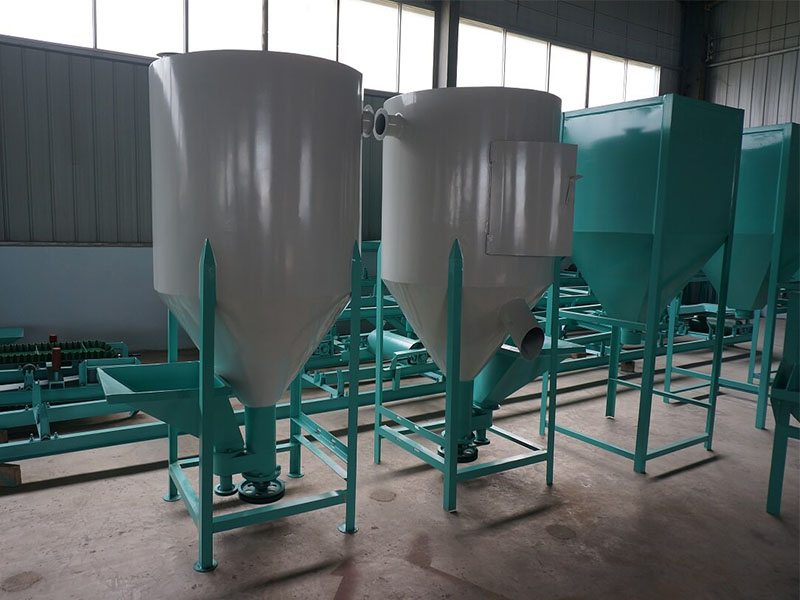 High-quality Vertical Feed Mixer Machine On Sale